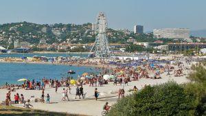 1024px-Beach_in_Marseille